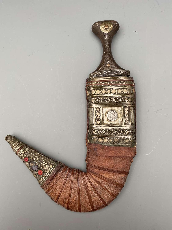 AN ARAB DAGGER (JAMBIYA) Early 20th century
