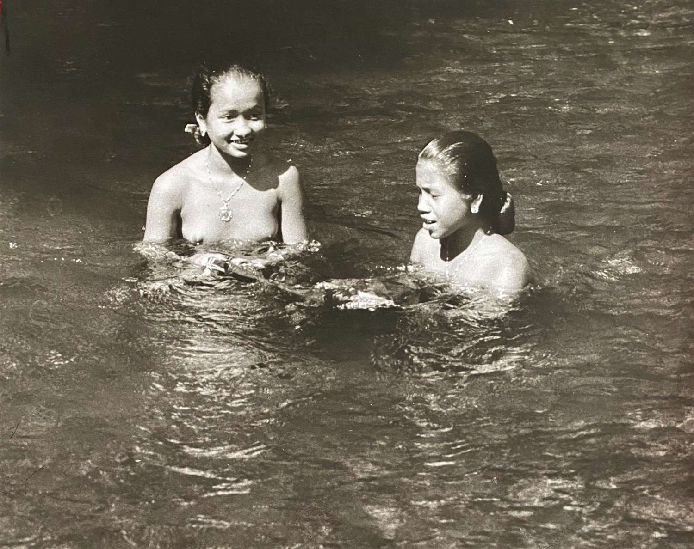 Bathing Beauties Borneo Indonesia C1950-60