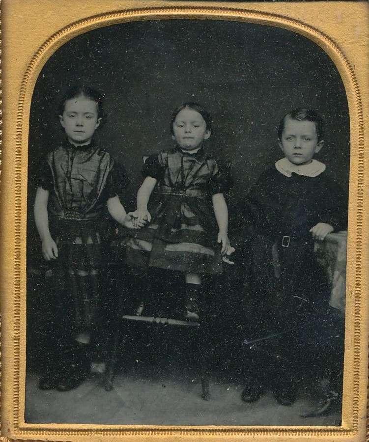 1/6 Plate Ambrotype ofThree Little Childrenin original frame C1860